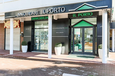 Main entrance of the Il Porto Real Estate Agency in Lido degli Estensi